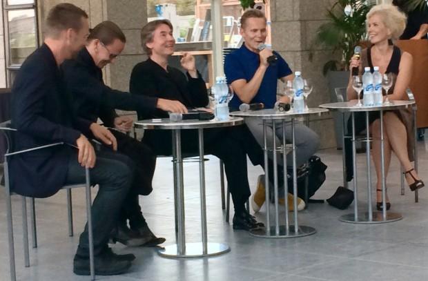 Taitelijatapaaminen kantaesityksen jälkeen 16.8.2014: Teemu Muurinen, Mikki Kunttu, Esa-Pekka Salonen, Tero Saarinen; puheenjohtajana Iiris Auit