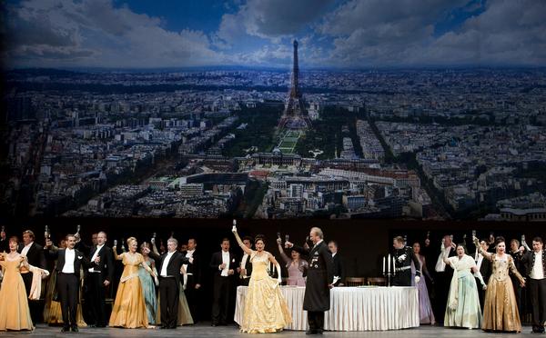 Savonlinnan oopperajuhlat, Volksoper Wien, Iloinen leski (kuva: Soila Puurtinen)