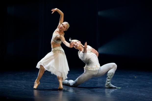 Bajadeeri, kuvassa Salla Eerola ja Michal Krčmář (kuva: Petri Laitinen, Kuopio tanssii ja soi)