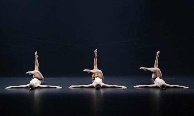 SEE | OBEY. Kuvassa Sanni Giordani, Misa Lommi ja Natasha Lommi. Kuva: Heikki Tuuli.