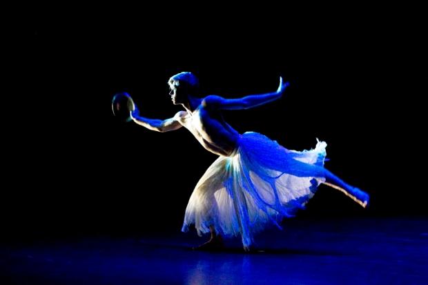 Jorma Uotinen: Ballet Pathétique, kuvassa Atte Kilpinen. Kuva: Kuopio tanssii ja soi/Petri Laitinen