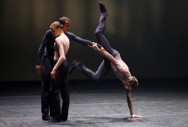 Nederlands Dans Theatre 2: mutual comfort (Kuva: Kuopio tanssii ja soi/Petri Laitinen)