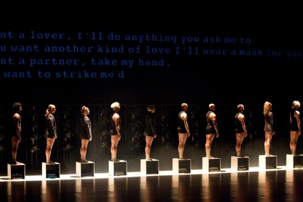 Dance Me. Kuva: Petri Laitinen (Taustalla tekstiä Cohenin runosta I'm your man.)