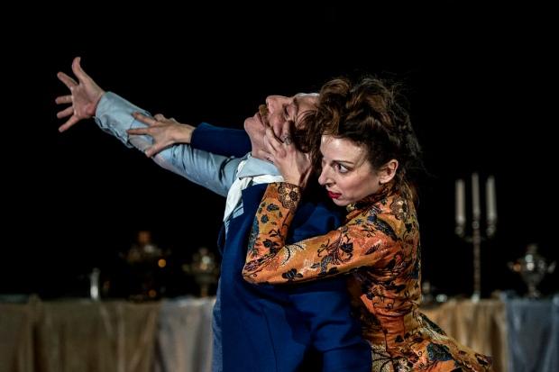 Anna Karenina. Kuvassa Carlos Chamorro ja Mariana Collado. Kuva: Minna Hatinen
