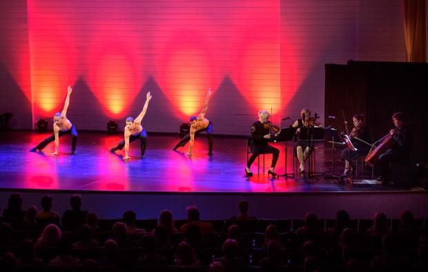 Filling Emptiness. Kuvassa: Nikolas Koskivirta, Michal Krčmáři, Jonathan Rodrigues ja jousikvartetti. Kuvaaja: Seilo Ristimäki.