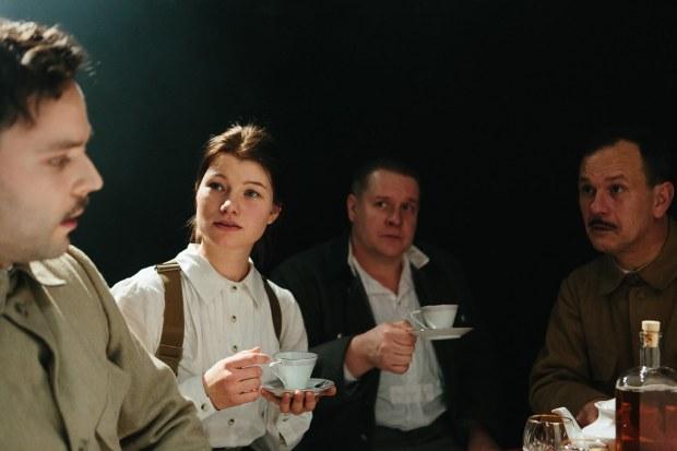 Harriet. Kuvassa: Pyry Nikkilä, Roosa Söderholm, Santtu Karvonen, Robin Svartström. Kuva: Mitro Härkönen.