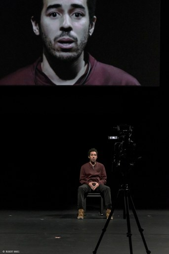 La Reprise. Histoire(s) du théâtre (I). Kuvassa Tom Adjibi. Kuva: Hubert Amiel.